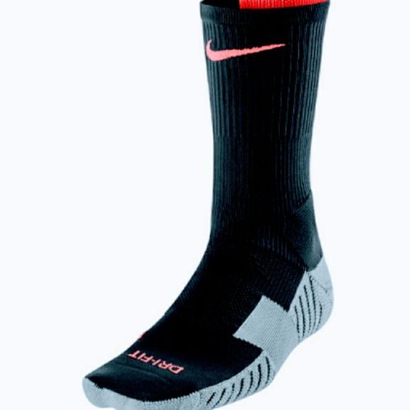 dd70706b1 Nike Accessories   Drifit Stadium Crew Socks Youthwomen   Poshmark